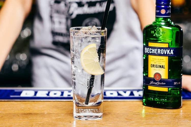 Бехеровка: что нужно знать, история, виды, как пить + как отличить подделку