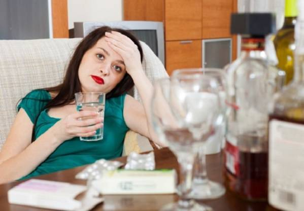 Вымывает ли алкоголь кальций из организма и как с этим бороться?