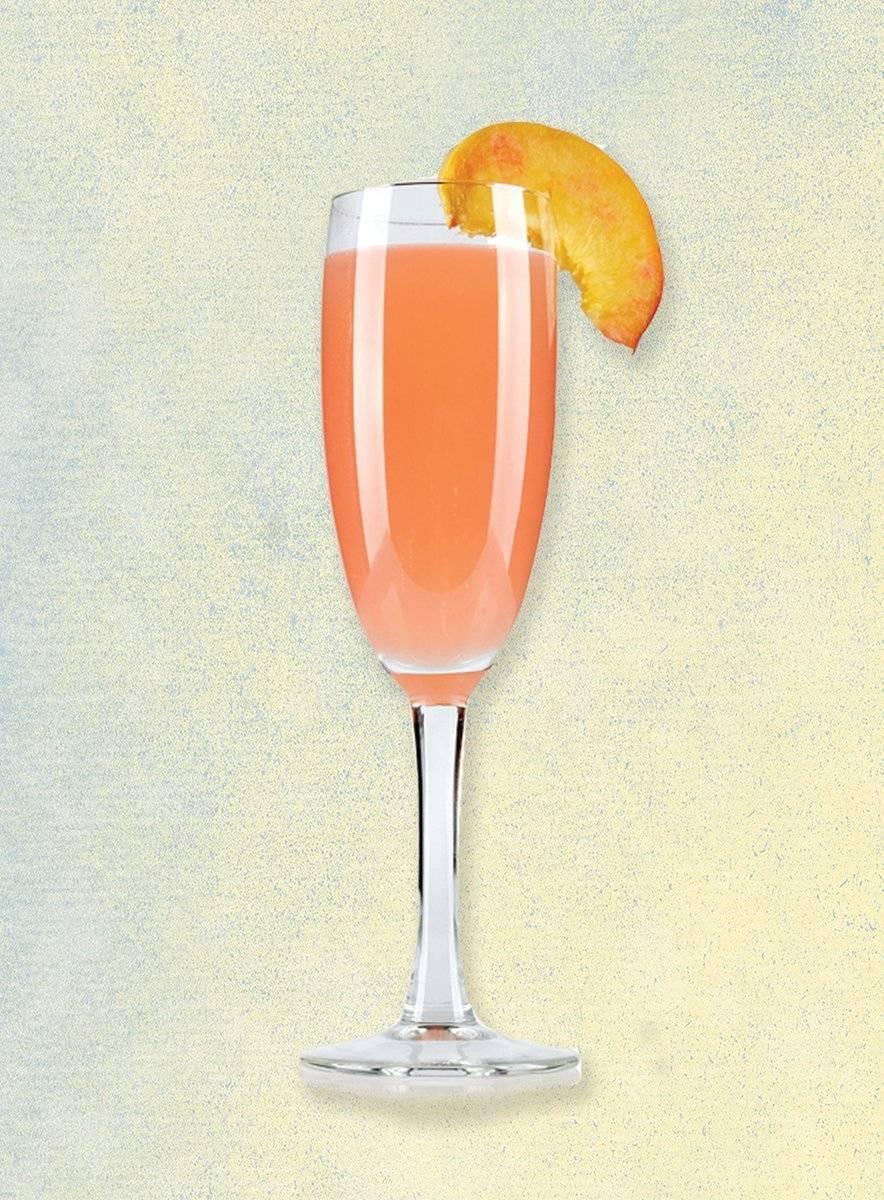 Беллини — популярный коктейль на основе шампанского