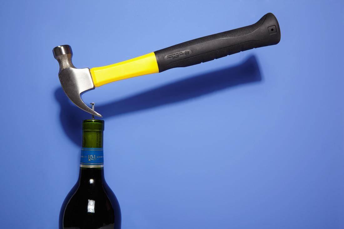 Как открыть бутылку вина быстро и просто