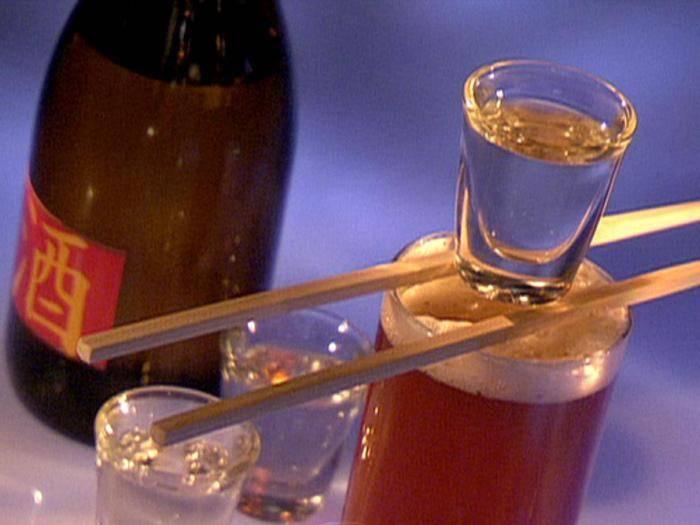 Как пить саке и чем закусывать: из чего пьют японский напиток