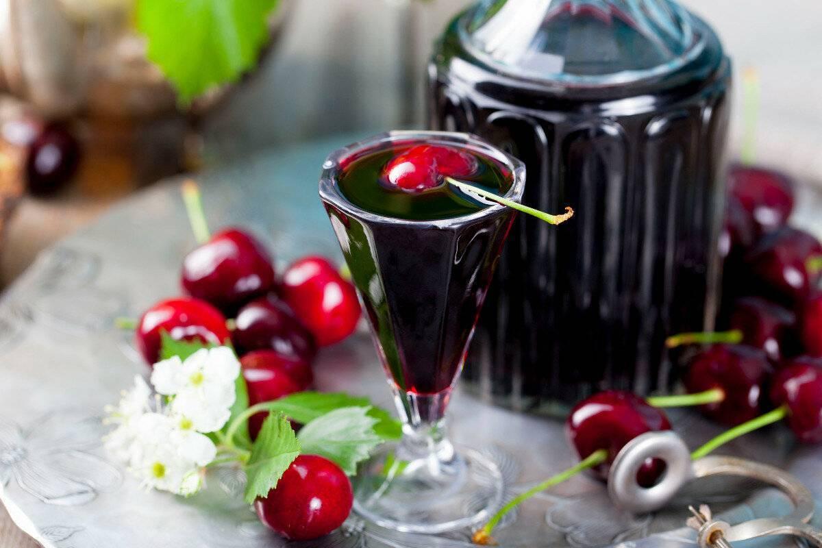 Домашний спотыкач – традиционная украинская ягодная наливка