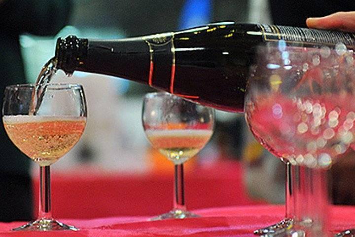 Как правильно выбрать шампанское на Новый год 2020