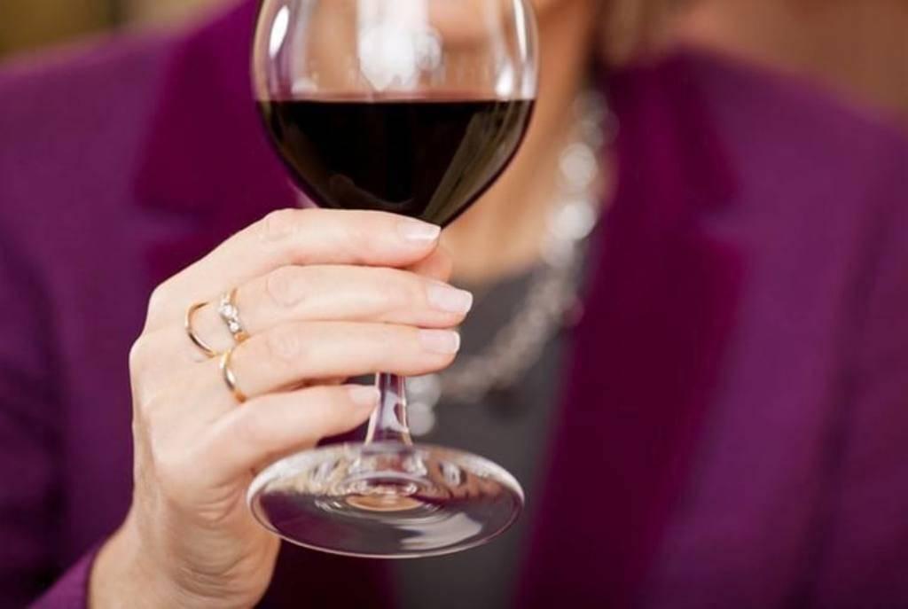 Как выбрать бокалы для вина с учетом его сорта и оттенка