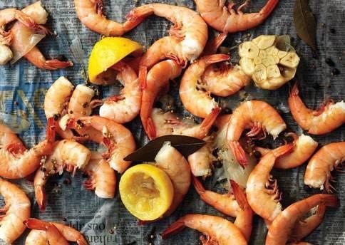 Полезный продукт — креветки: как правильно варить королевские, замороженные, неочищенные и иные? советы и рецепты
