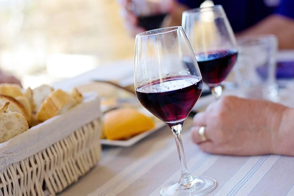 Польза и вред красного вина для здоровья женщин и мужчин