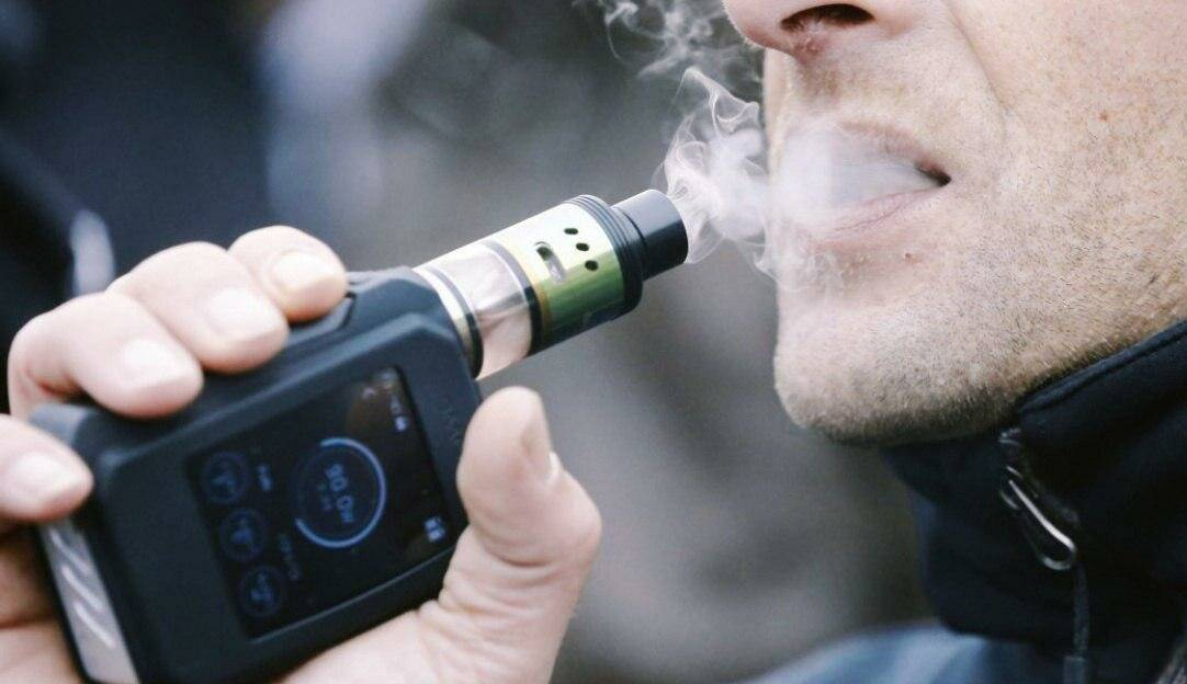 Дума приняла в i чтении законопроект, приравнивающий электронные сигареты к обычным