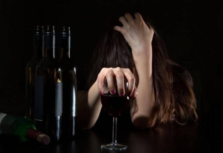 Алкоголь вовремя грудного вскармливания: какие напитки допустимы, безопасные порции икак скоро молоко становится «трезвым»