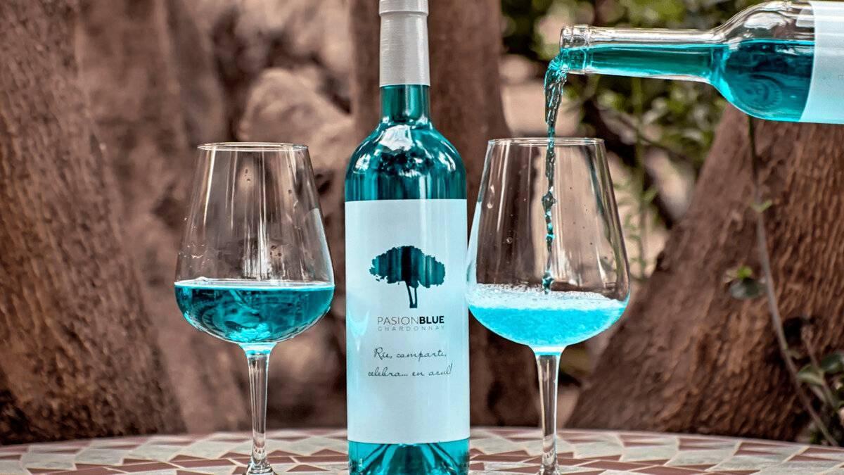 Голубое вино — необычный напиток от испанских виноделов
