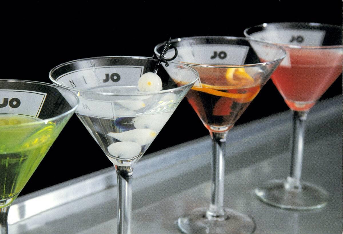Разновидности бокалов под мартини и особенности подачи напитка
