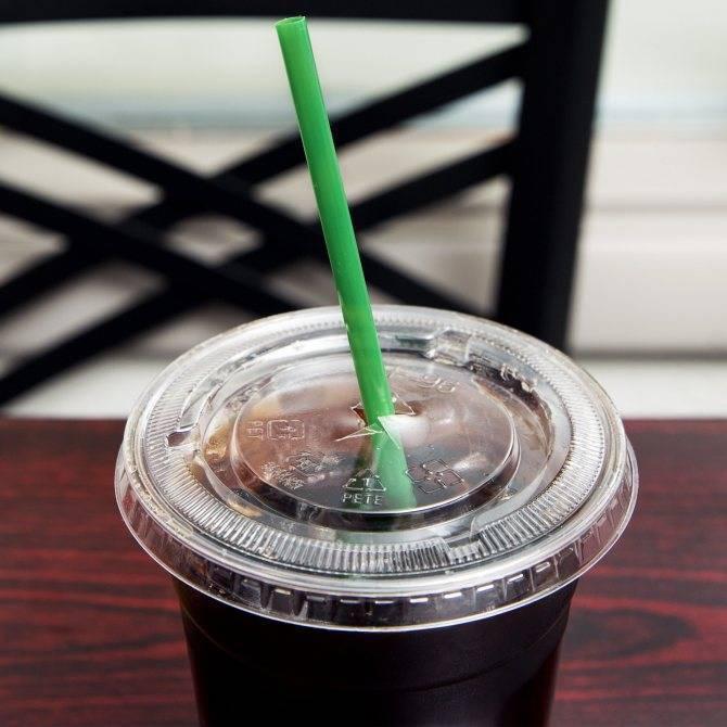 Зачем в коктейле две трубочки: почему кладут столько, при подаче каких напитков используют парные   mosspravki.ru