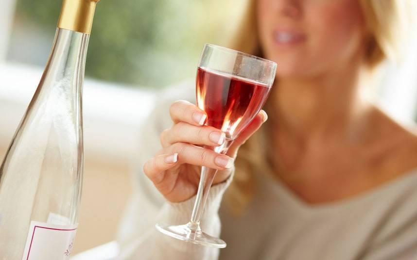 Как влияет на организма безалкогольное белое и красное вино. можно ли пить безалкогольное вино беременным?