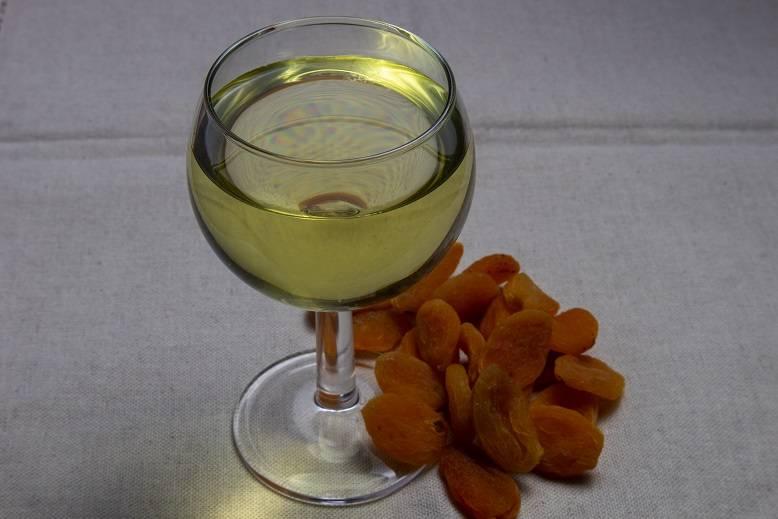 Как сделать вино из сухофруктов в домашних условиях?