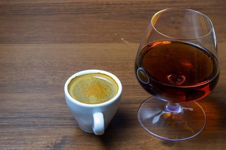 Кофе с коньяком: польза и вред, пропорции, как приготовить в домашних условиях