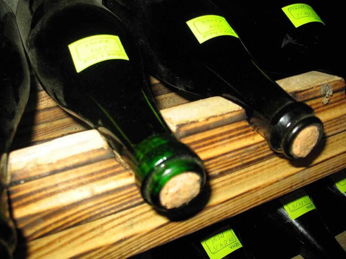 Рассмотрим крепление домашнего вина
