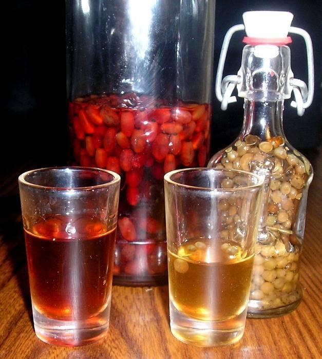 Настойка из кедровых орехов: польза и вред, как настаивать водку, сколько нужно кедровых орехов на литр водки
