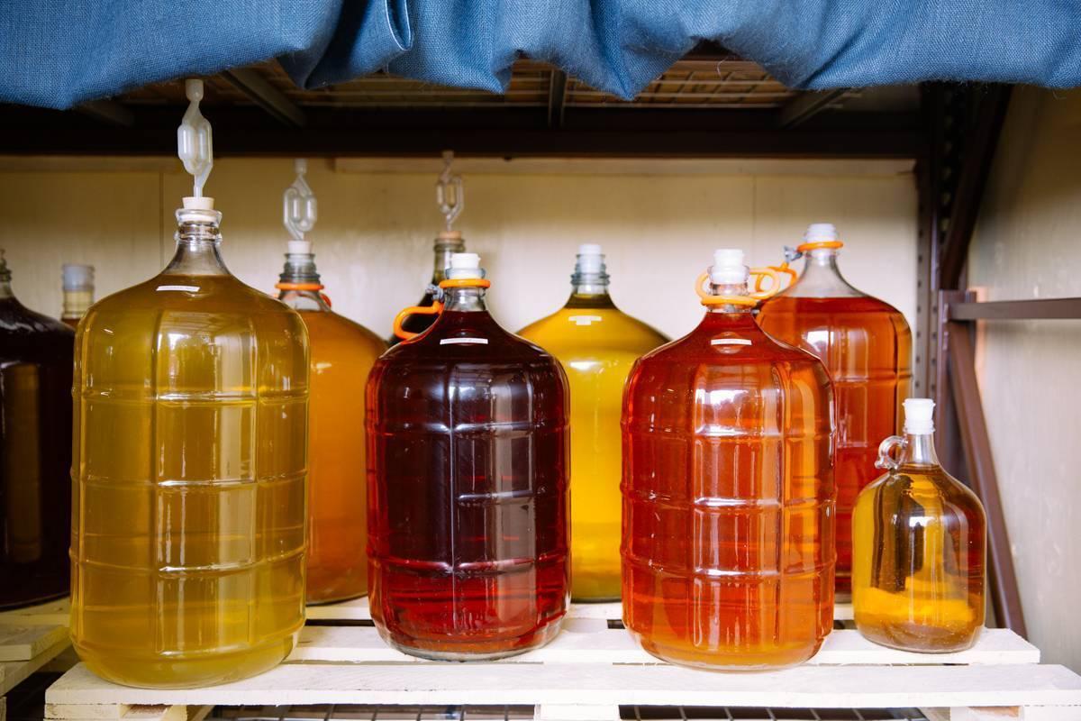 Виноградный самогон: простой рецепт браги из винограда,сока в домашних условия без дрожжей