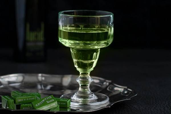 Как пить абсент правильно или осторожно с поджиганием в домашним условиях