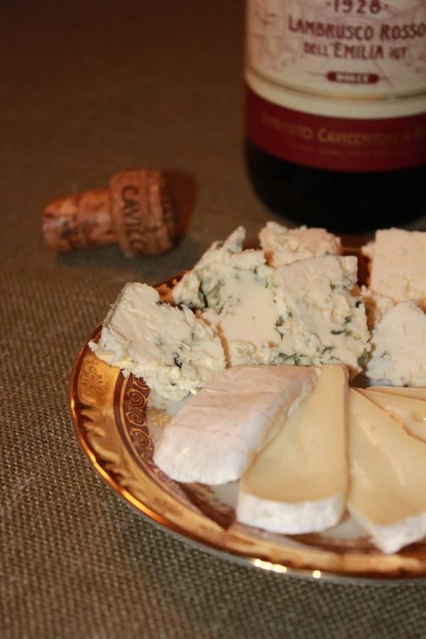Вино и сыр (не вино закусывать сыром, а сыр запивать капелькой вина — не путать!)