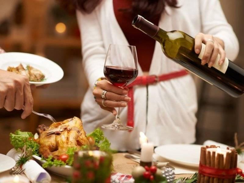 Правила безопасного застолья: как пить и не пьянеть, чем закусывать водку