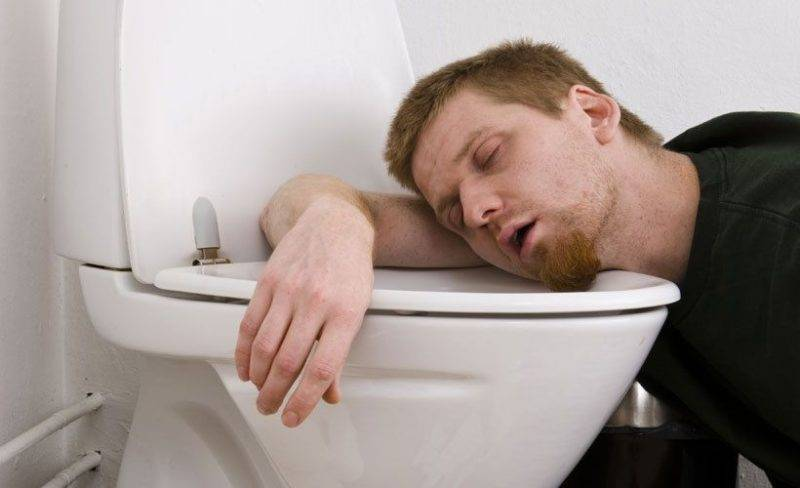 Что делать, когда тошнит после алкоголя