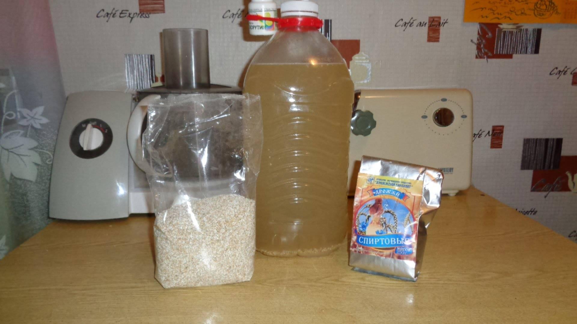 Сколько бродит брага на сахаре и дрожжах, и как ускорить процесс?