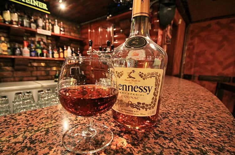 Как отличить коньяк от подделки: как по бутылке и вкусу определить настоящий напиток   mosspravki.ru