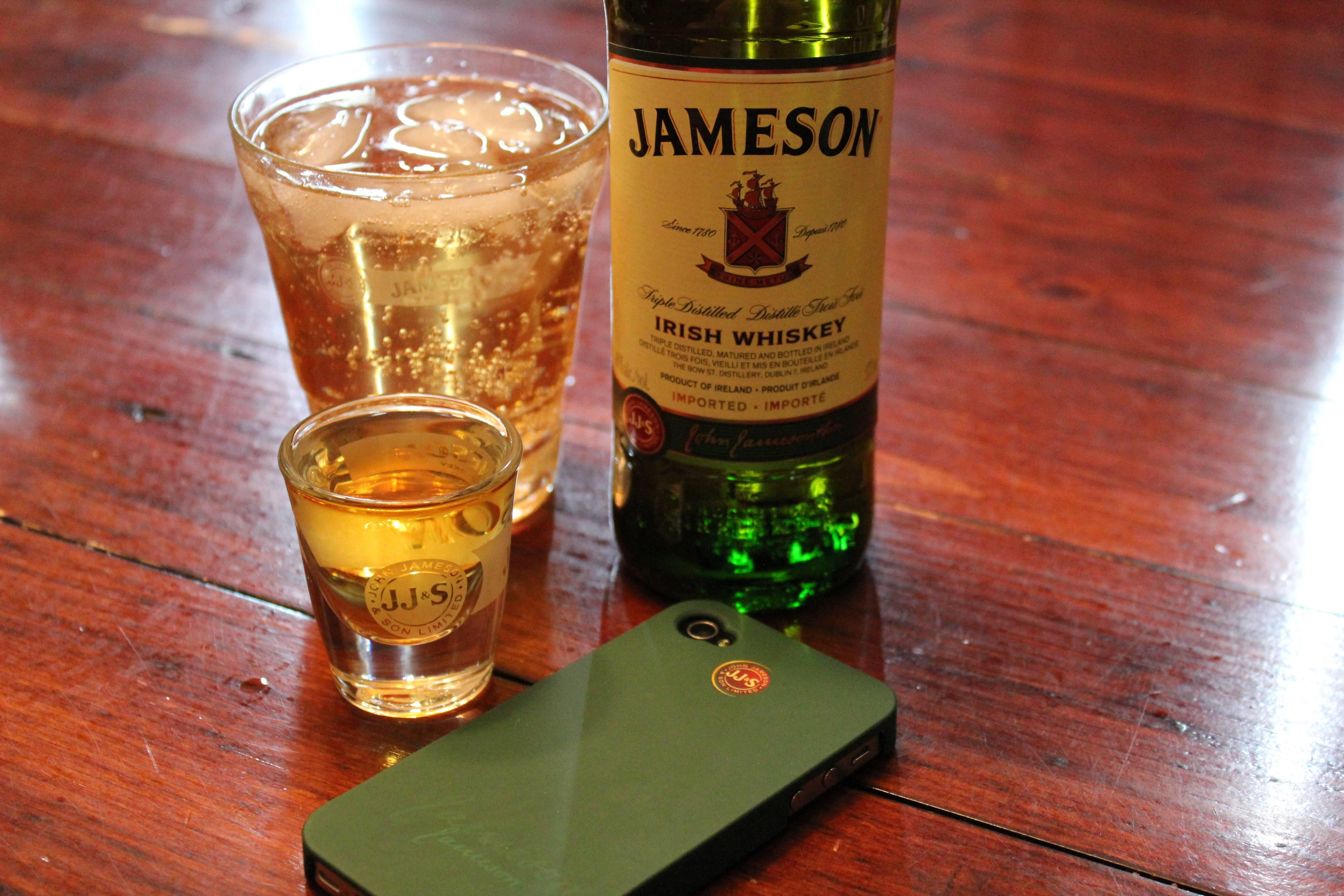 С чем пьют и чем закусывают виски в разных странах