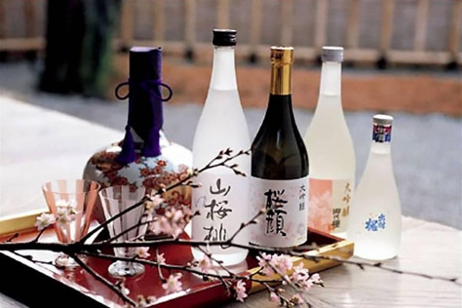 Как правильно пить саке и чем его закусывать?