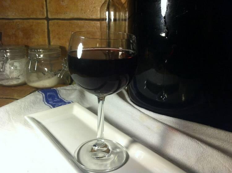 Вино и ликер из ежевики: 5 рецептов в домашних условиях
