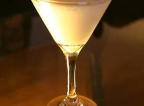 С чем пьют мартини, как правильно закусывать и что подать к столу