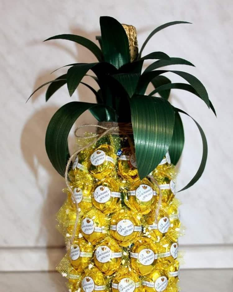 Ананас из конфет и шампанского или мандаринов: пошаговые мастер-классы с фото и видео   праздник для всех