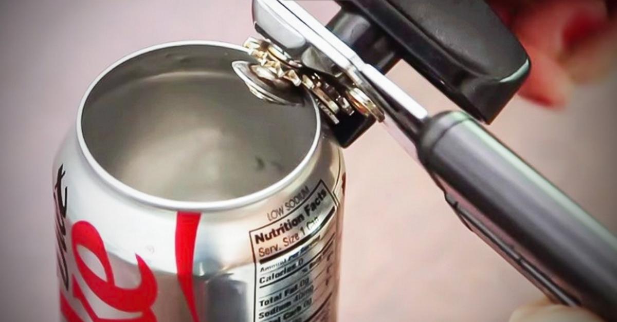 Как открыть пиво, если под рукой нет открывашки