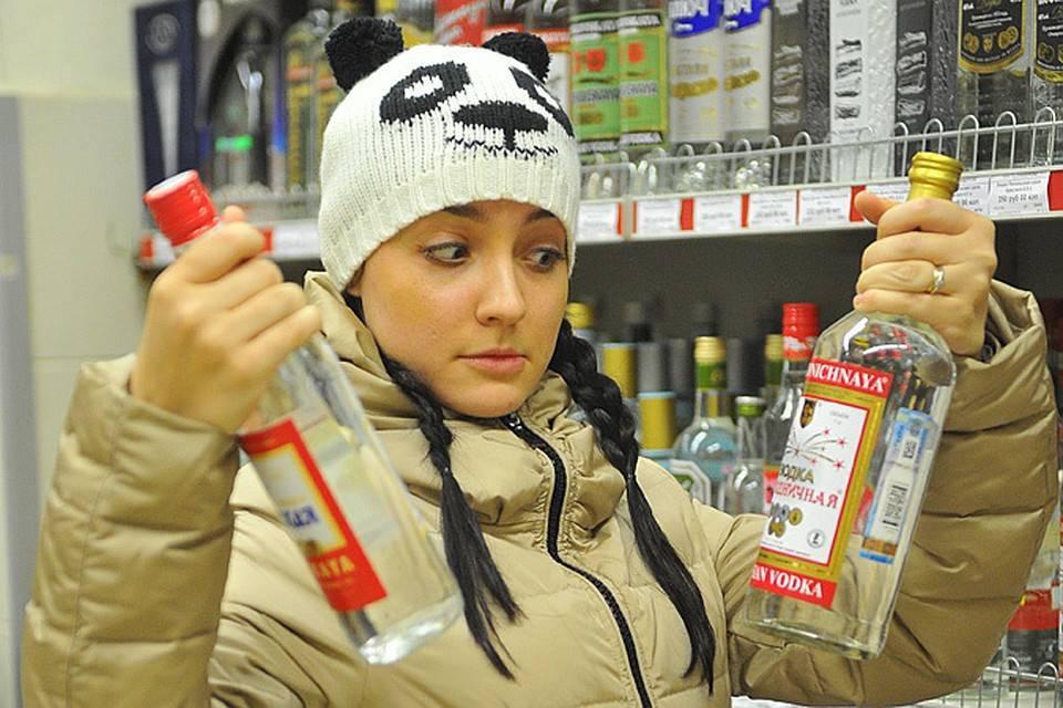 Со скольки лет продают алкоголь в россии и в других странах