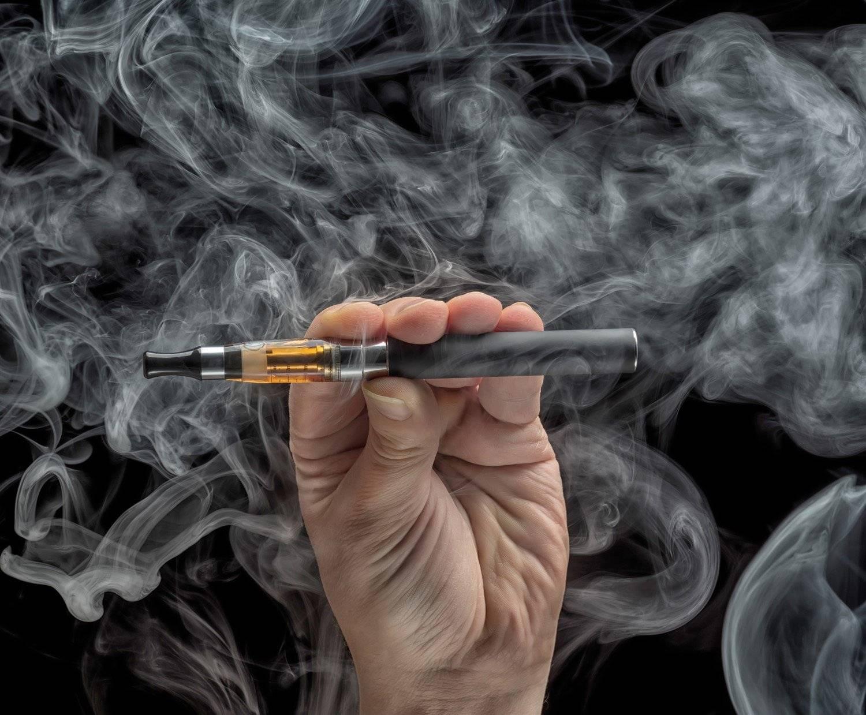 Сравнение обычной и электронной сигареты