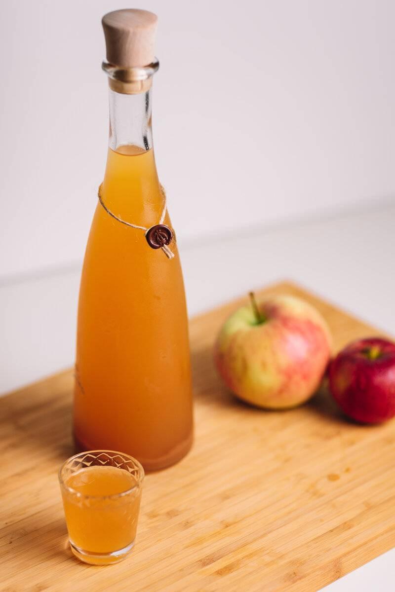 Наливка напечёных яблоках