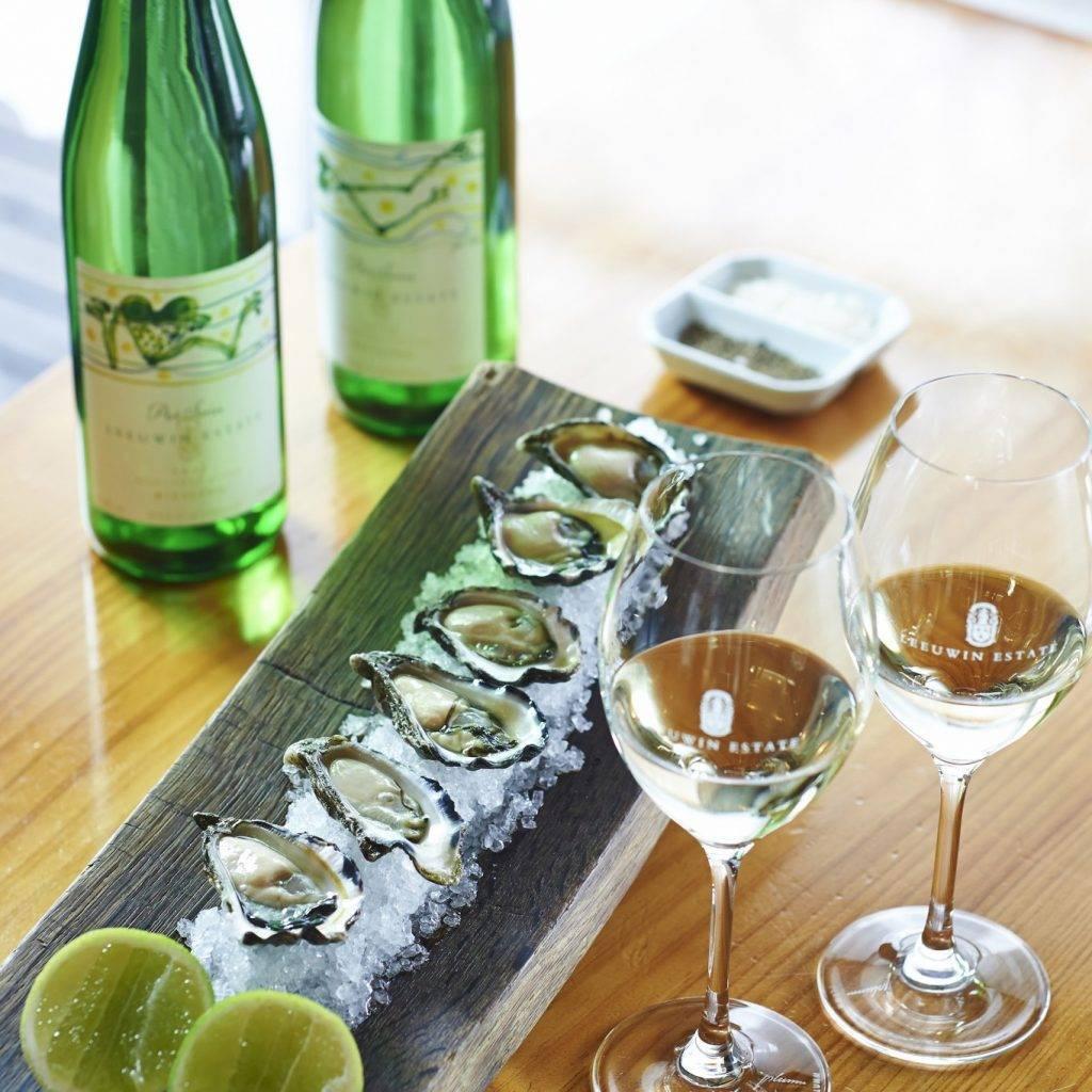 С чем пьют шампанское: лучшие закуски под игристые вина, что под запретом