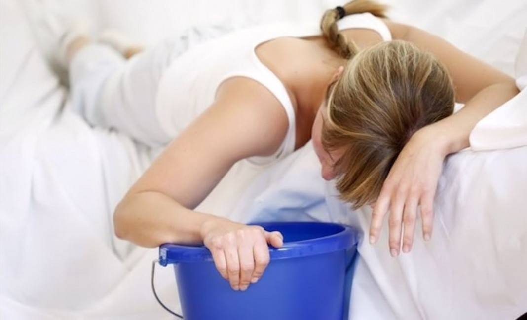Тошнота по вечерам, ночью - причины и как от этого избавиться | во сне