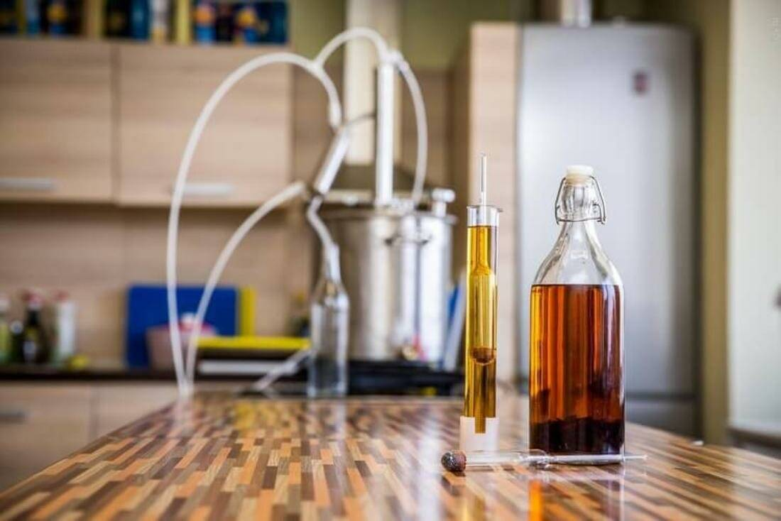 Как выгнать самогон в домашних условиях без запаха по пошаговому рецепту