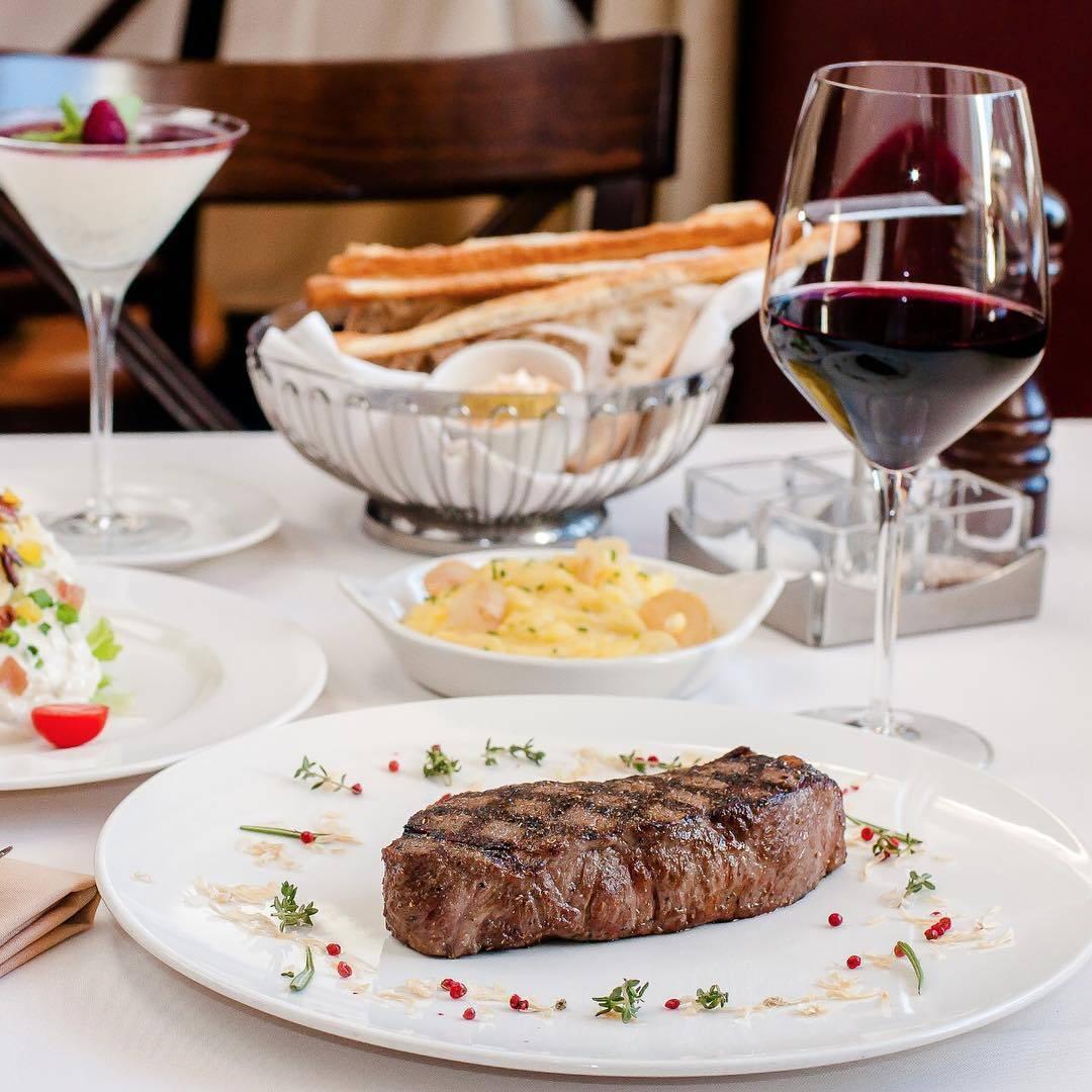 Какое вино подают к мясу: советы и правильные сочетания
