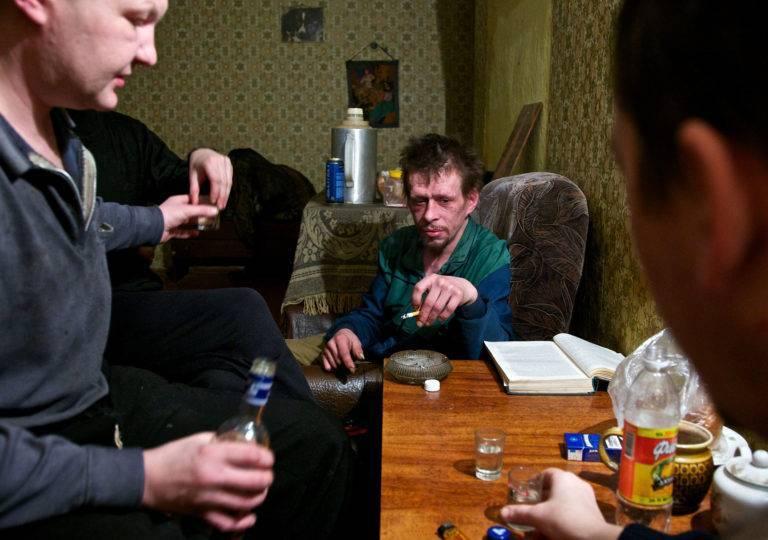 Как выселить пьющего мужа из дома ?