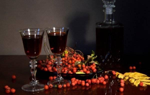 Вино из красной рябины в домашних условиях: простые пошаговые рецепты, как сделать рябиновый продукт, поставить на дрожжах и без, а также приготовить иным способом?