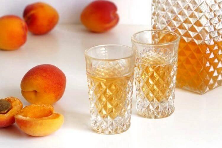 Ароматный ликёр из абрикосов в домашних условиях
