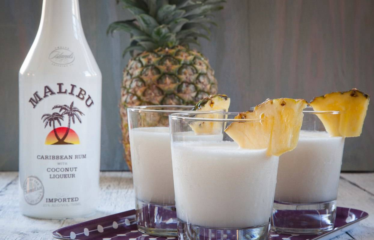 Коктейли с малибу: состав, рецепты напитков с кокосовым ликером, ананасовым соком в домашних условиях