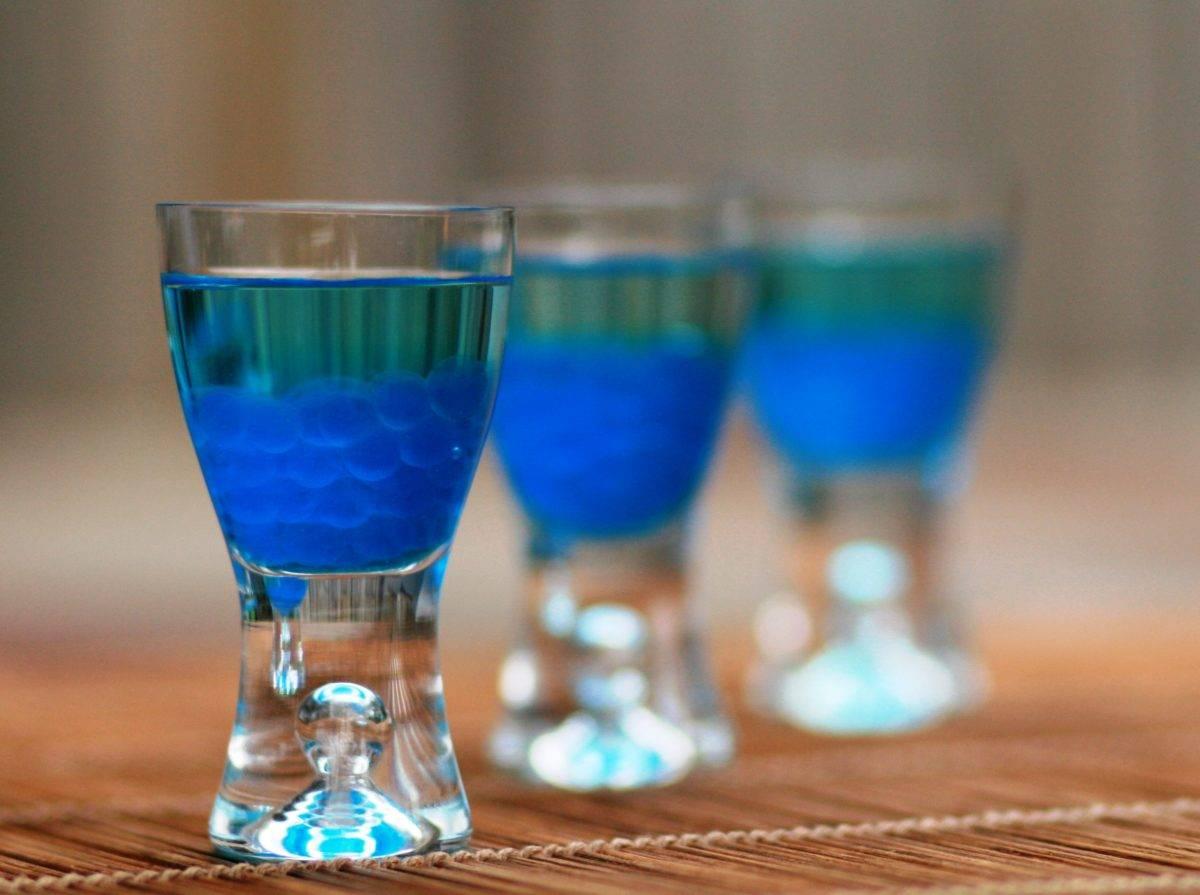 Блю кюрасао: неожиданное сочетание вкуса и цвета