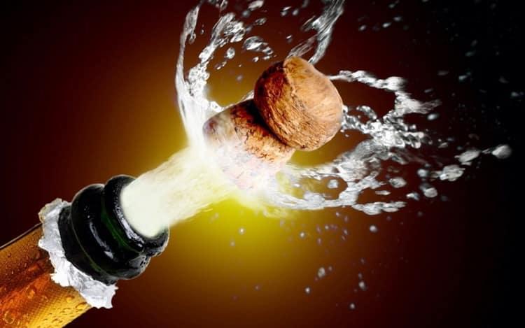 Замерзло шампанское в морозилке - что делать, как правильно размораживать