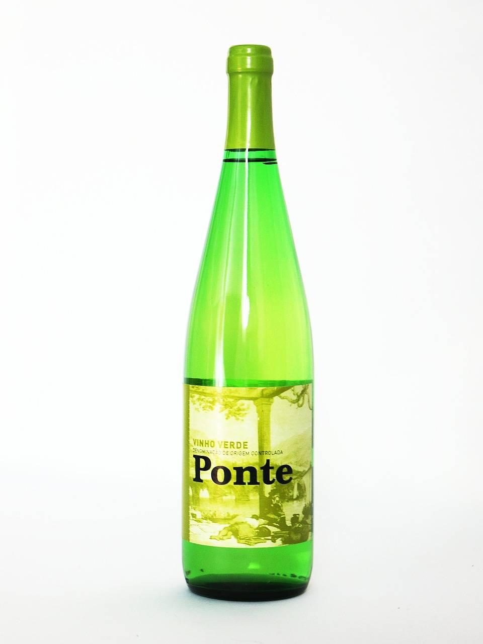 Зеленое вино: где производят, вкус, происхождение напитка ?