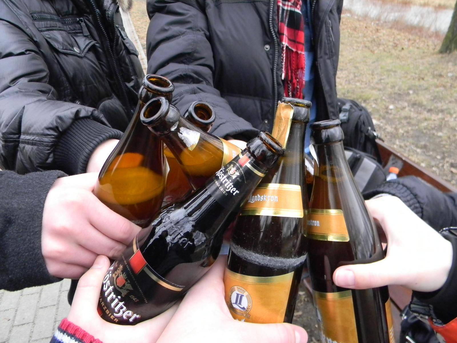 Распитие спиртных напитков в общественных местах: статья и закон