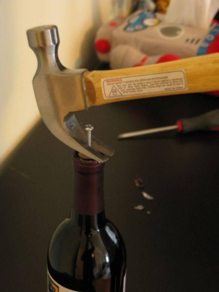 Как открыть вино штопором?