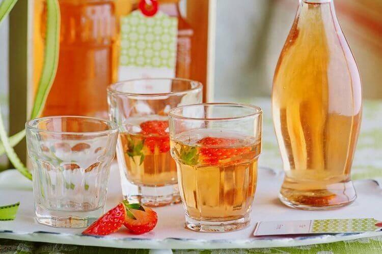 Вино из клубники ? - 7 простых рецептов в домашних условиях